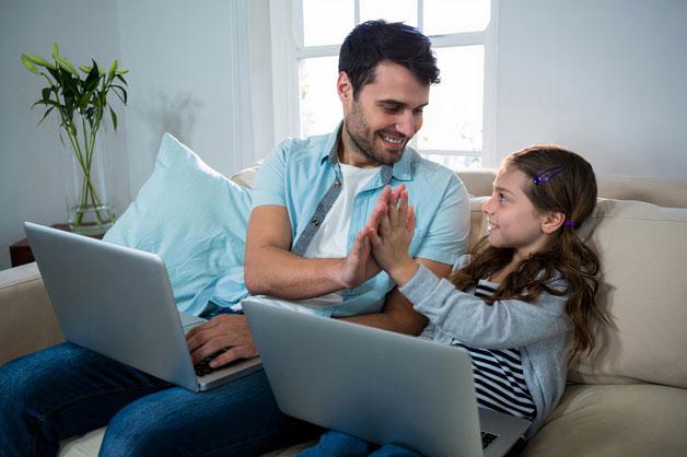 آموزش فضای مجازی به کودکان توسط والدین